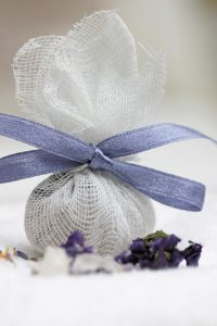 Photo d'infusions bain les lfuers du bain du livre Mes petits cadeaux écolos de Sophie Macheteau