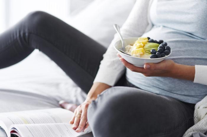 Grossesse : les aliments à privilégier et ceux à éviter